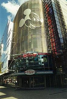 Magic Hat Disney Store – Wikip...