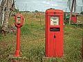 Dispensador de gasolina viejo en San Vicente.jpg