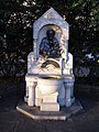 Drinking fountain chelsea embankment 2.jpg