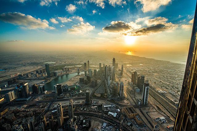 https://upload.wikimedia.org/wikipedia/commons/thumb/2/2f/Dubai_Sunset_from_Burj_Khalifa.jpg/640px-Dubai_Sunset_from_Burj_Khalifa.jpg