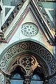 Duomo di firenze, medaglioni intarsiati in marmi nei timpani delle finestre sui fianchi 12.JPG