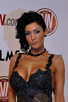 Dylan Ryder at AVN Awards 2011 1 cropped.jpg