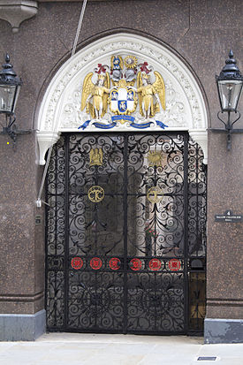 Entrance to Tallow Chandlers' Hall