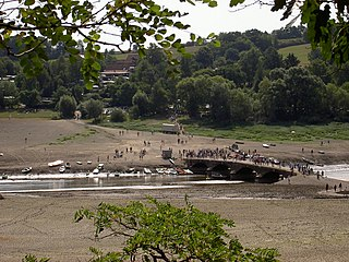 Edersee dry, bridge Asel in sommer 2003.jpg