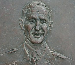 Edward Dunlop (brass relief).jpg