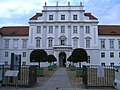 Eingang Schloss Oranienburg Juli 2009 - panoramio.jpg
