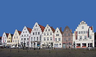 "Friedrichstadt - Ensemble of all 9 houses with stepped gables on the west side of the market place in Friedrichstadt (so-called ""Holländerhäuser"")"