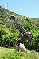 Escultura de girafa a la piscina de Viver.JPG