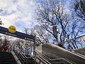 Estación Parque Patricios - Escaleras de acceso.jpg