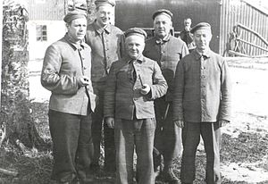 Ivar Skjånes - Skjånes (furthest to the right) with a group of fellow prisoners at Falstad in 1942