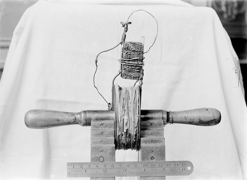 File:Faraday's magnetic sparking coil Wellcome M0002525.jpg
