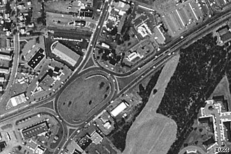 Flemington, New Jersey - Aerial photo of Flemington Circle, as seen in 1995. A strip mall featuring a HomeGoods and a Jos A. Bank, among other stores, has since been built on the field in the bottom right corner.