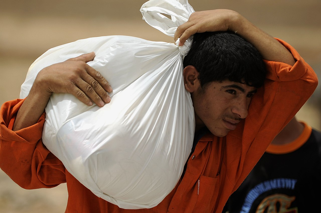 Flickr - DVIDSHUB - Iraqi Soldiers Distribute 5,000 Lbs. of Food and Supplies.jpg