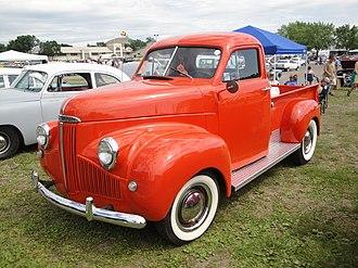 Studebaker M-series truck - 1946 Studebaker M5 truck