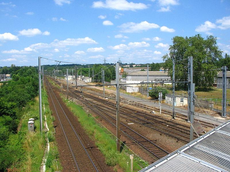 Voies en direction de Vierzon-Ville (Cher, France).