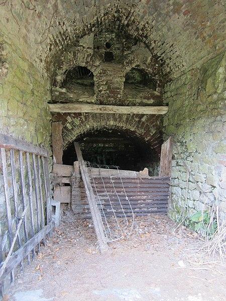 Fours à chaux des Gravelets, fr:Montmartin-sur-Mer >> rue du rocher