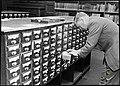 Fra Katalogsalen i publikumsavdelingen ved Universitetsbiblioteket, 1949 (9545302348).jpg