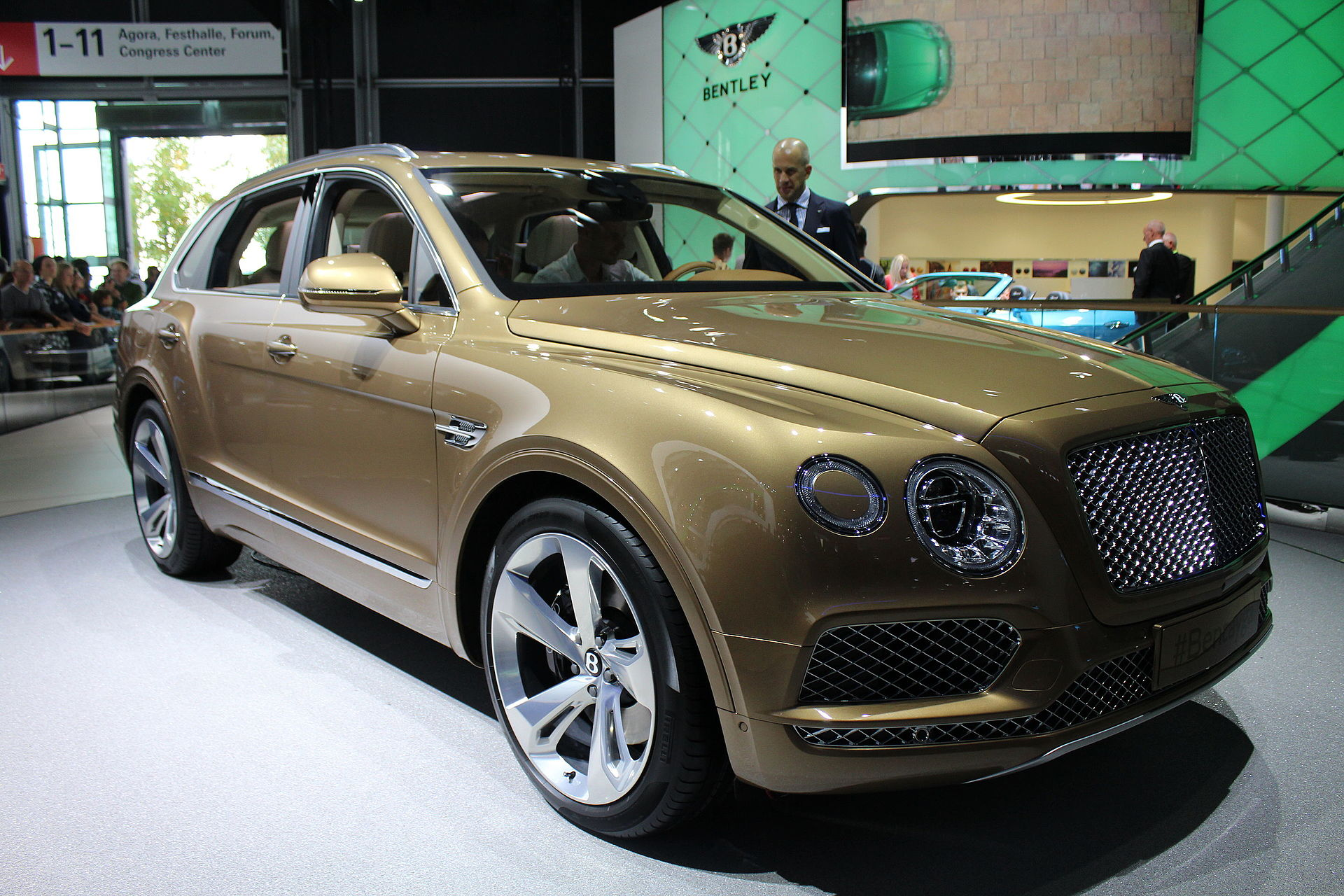 Range Rover Suv >> Bentley Bentayga - Wikipedia