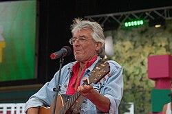 Göran Ringbom sjunger på Sommarkrysset i Stockholm 2008.