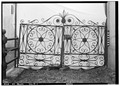 GATE AT EAST SIDE MINGE FLORAL CO. BUILDING, 453 GOVERNMENT STREET - 453 Government Street (Iron Gate and Fence), HABS ALA,49-MOBI,106A-1.tif