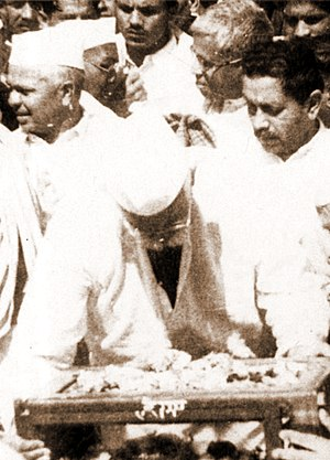 Jabalpur - Beohar Rajendra Sinha (right), R. S. Shukla (center) and L. S. Chauhan (left) immersing Gandhi's ashes in Tilwara Ghat, near Jabalpur