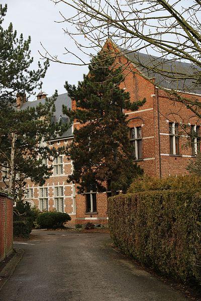 Geel, Kameinestraat 3. Ooit brouwerij en azijnfabriek met herenhuis, later weeshuis, thans centrum voor bijzondere jeugdzorg