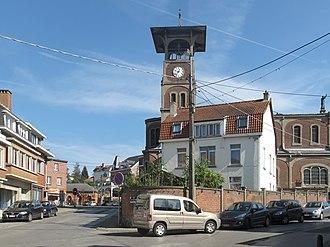 Rixensart - Image: Genval, straatzicht met église Saint Pierre de Genval foto 5 2011 09 24 12.47