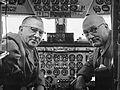 Gezagvoerder Hondong en co-piloot Van Balkom (1959).jpg