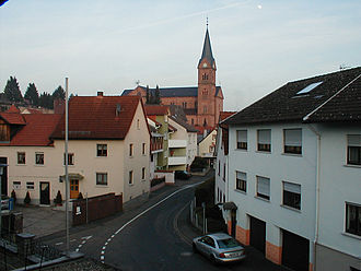 Goldbach, Bavaria - Image: Goldbach Strassenzug mit St. Nikolaus Kirche