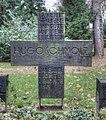 Grab Hugo Schmölz und Familie Nordfriedhof Köln (Detailansicht) 2009.jpg
