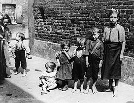 Lavoro minorile nell 39 inghilterra vittoriana wikipedia for Chi fa le leggi in italia