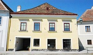 GuentherZ_2011-07-09_0238_Pulkau_Haus_Hauptplatz3.jpg