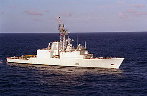 HMCS Huron (DDG 281) underway 1999.jpeg