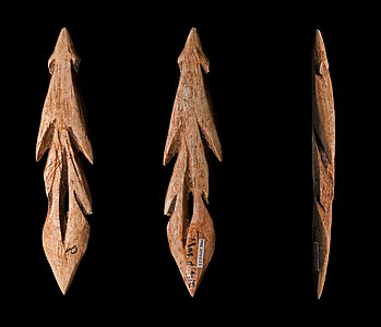 A bone harpoon from the epipaleolithic era. This object is made available by the [fr:w:Muséum_de_Toulouse
