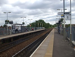 Harringay Green Lanes stn look east.JPG