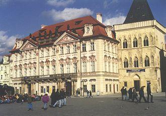 Kinsky - Image: Haus zur steinernen Glocke UND Palais Kinsky