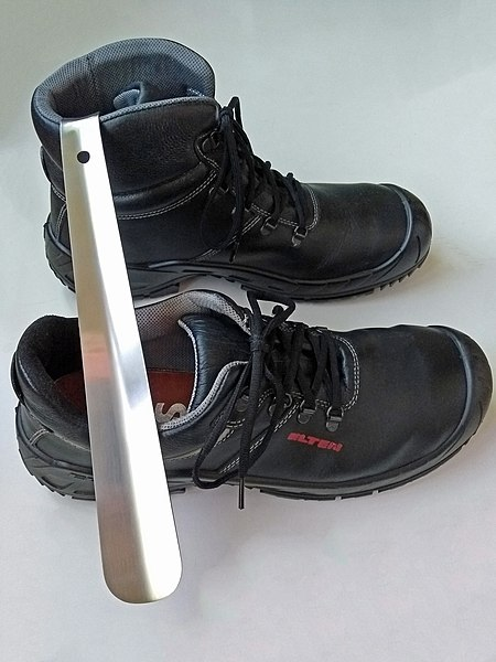 File:Heavy duty long stainless steel shoehorn and ISO 203452004 compliant S3 safety shoe and boot.jpg