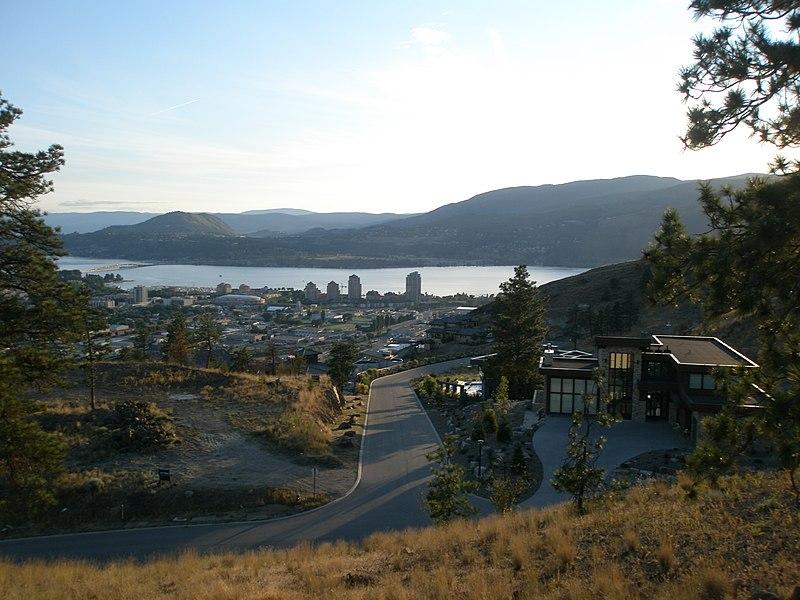 File:Highpointe Drive - panoramio.jpg