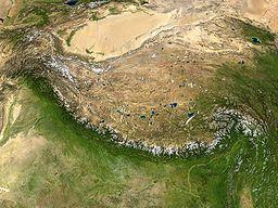 Vido al Himalajo kaj Tibeta plataĵo el kosmo