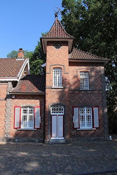 Gekoppelde woningen uit de tweede helft van de 19de eeuw, aan ingang van het domein Oude Gracht. Nummer 286 van 1878, deed dienst als vrije school tussen 1878 en 1920, en nummer 288 deed dienst als portierswoning en klooster   tussen 1878 en 1920.
