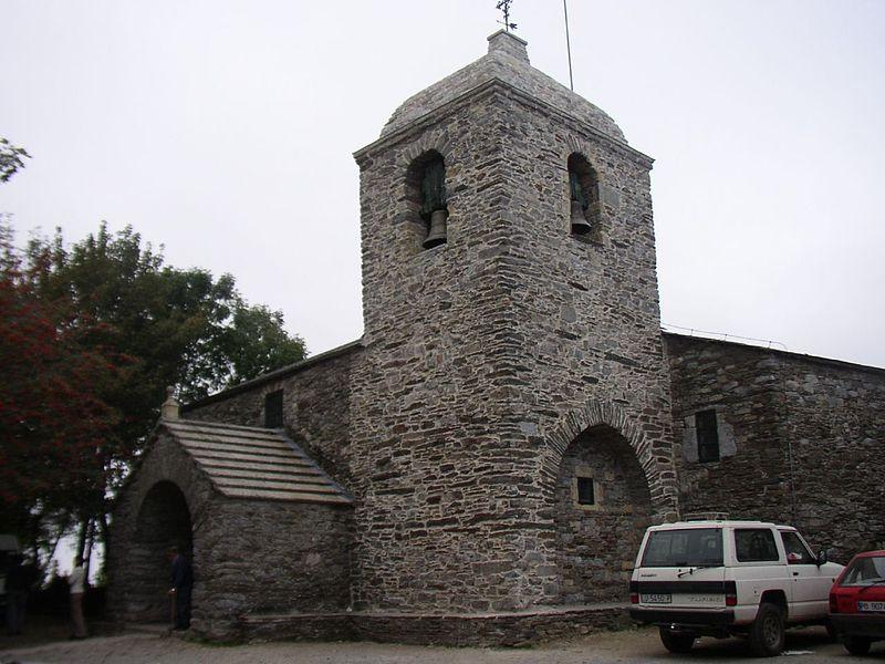 File:Iglesia de Santa Maria la Real de O Cebreiro.jpg