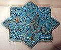 Iran, mattonella stellata con drago, dinastia ilkhanide, forse xda kashan, 1270-80 ca.jpg