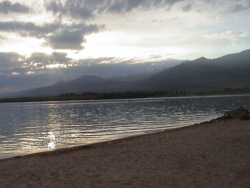 فایل:Issyk Kul at sundown.jpg