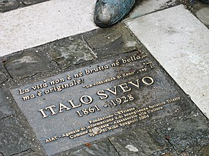 Italo Svevo - Italo Svevo statue in front of the Museum of Natural History in Trieste