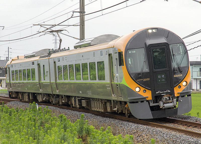 File:JR shikoku 8600 series EMU 8602+8752 kanonji.jpg