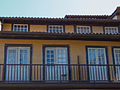 Janelas na praça da Oliveira. 02.jpg