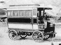Japanese bus in 1905.jpg