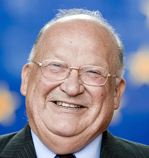 European Parliament election, 2004 (Belgium) - Image: Jean Luc Dehaene 675 (cropped)