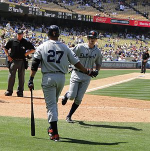 Don Kelly (baseball) - Jhonny Peralta greets Kelly after a home run at Dodger Stadium