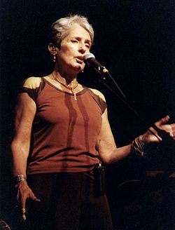 Joan Baez în concert la The Neighborhood Theatre, Charlotte, Carolina de Nord (3 octombrie 2003)